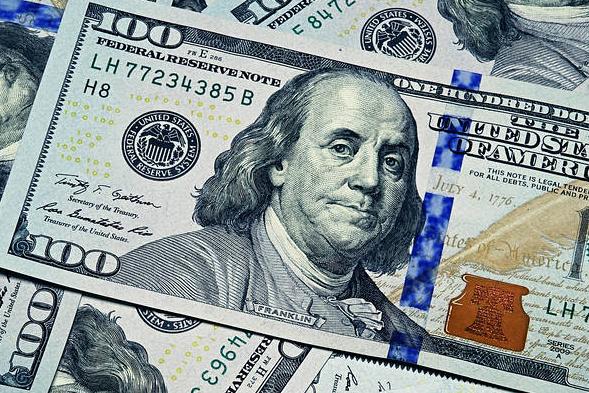 Zdjęcie przedstawiające dolary, co pasuje do artykułu do którego ten obrazek należy
